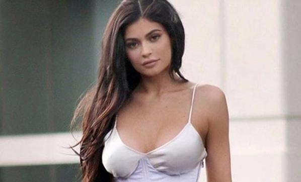 Seksi yıldız Kyle Jenner anne oldu... 1
