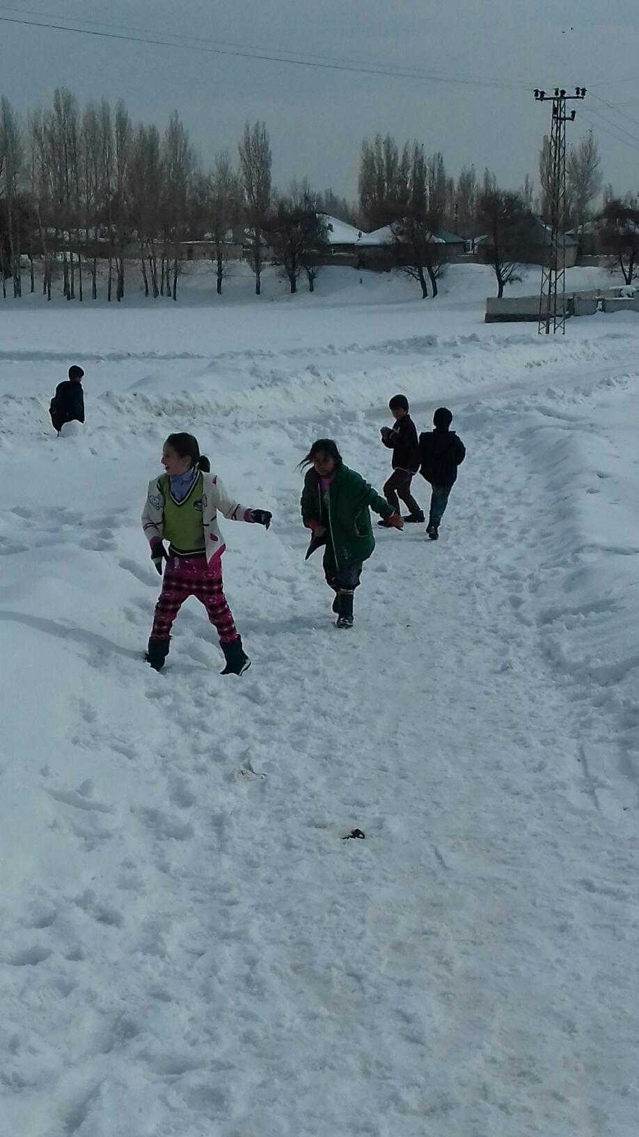 Ağrılı çocukların kar sevinci 19