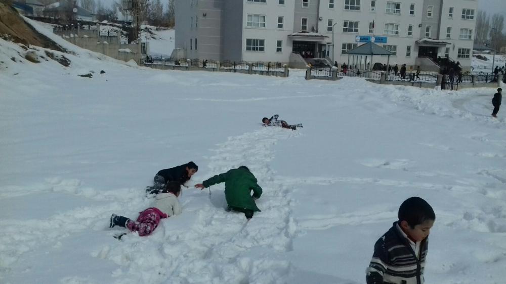 Ağrılı çocukların kar sevinci 27
