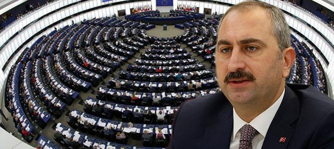 """Bakan Gül, """"Türkiye'ye karşı önyargılarla dolu rapor"""""""