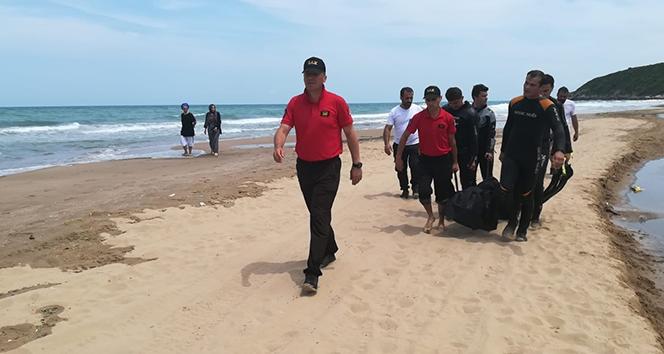 Denize giren 2 arkadaş boğularak hayatını kaybetti