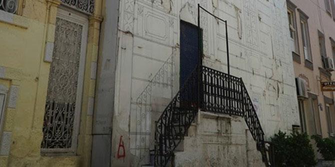 İzmir'deyanan otel yeniden hayat bulacak!