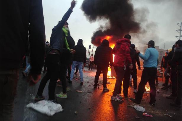 O ülkede protestolar şiddetlendi! 12 kişi hayatını kaybetti