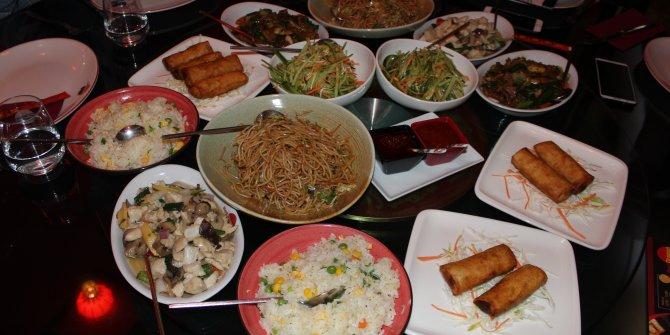 Red Dragon Çin Restoranları'nda sebze ve etler yerli