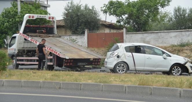 Anne ve kız takla atan araçtan sağ kurtuldu!