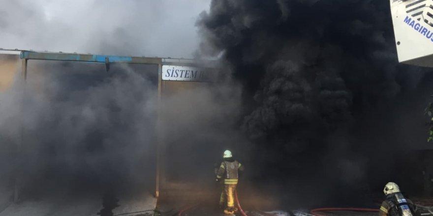 Fabrikada çıkan yangın devam ediyor