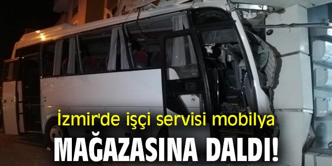 İzmir'de işçi servisi mobilya mağazasına daldı!