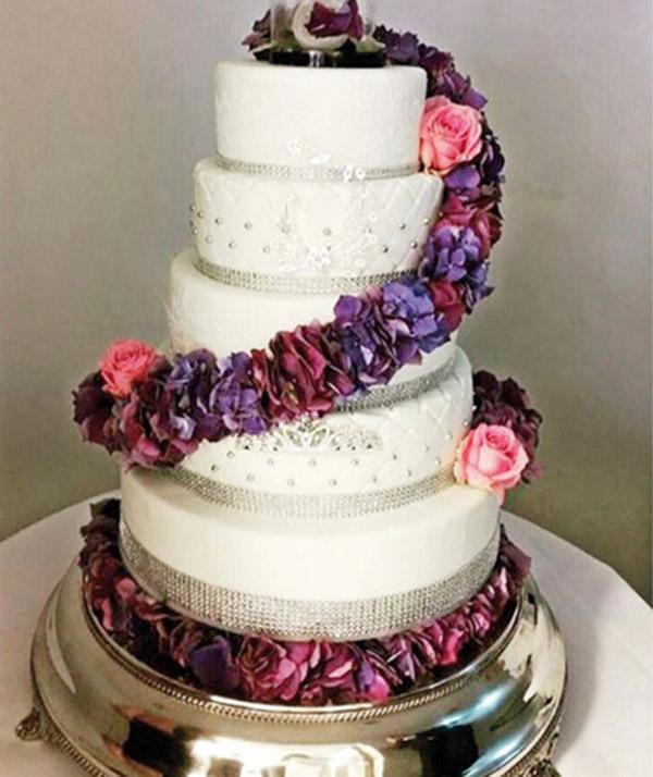 Megastar'ın Düğün Pastası Sosyal Medyada Olay Oldu