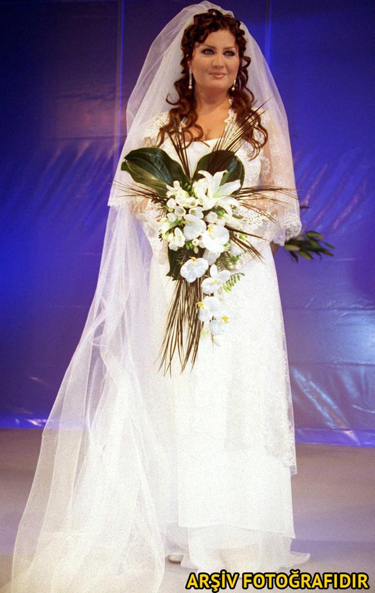 Ünlü Şarkıcı Sibel Can Evleniyor...
