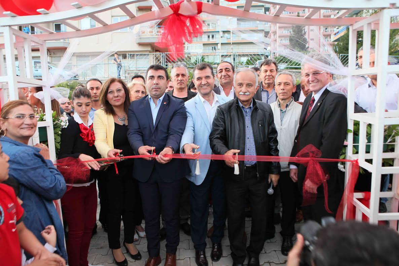 Bayraklı'daki Körfez Manzaralı Teras Park'a Muhteşem Açılış!