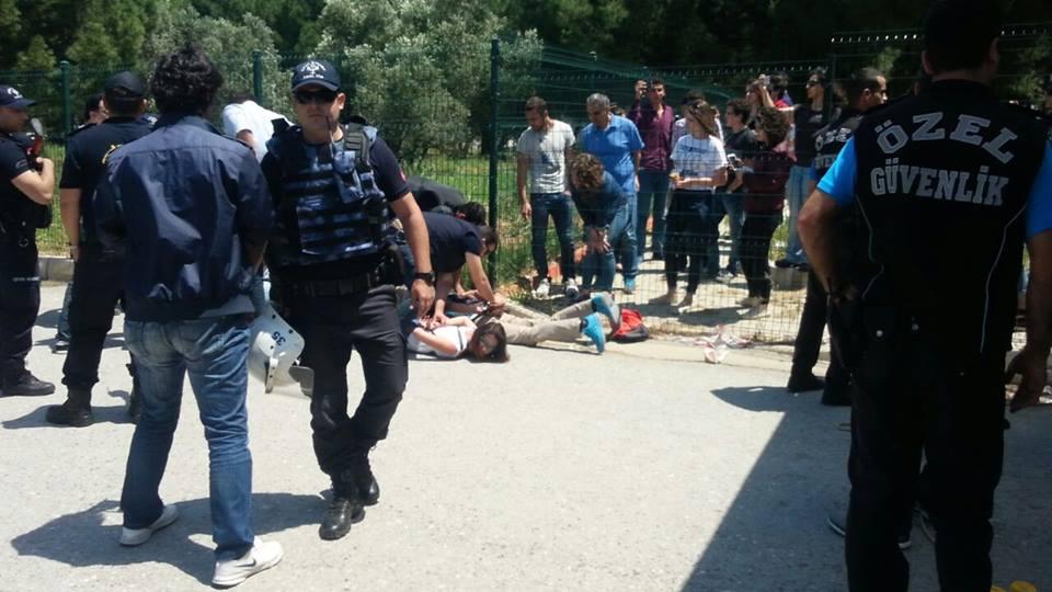 Ege Üniversitesi'nde 18 Öğrenciye Turnike Gözaltısı