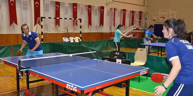 Masa Tenisi Turnuvası Kuşadası'nda Başladı