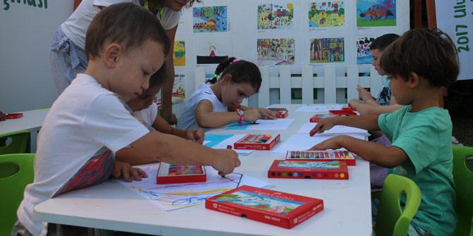 Minik ressamlar Pınar Resim Atölyesi'nde
