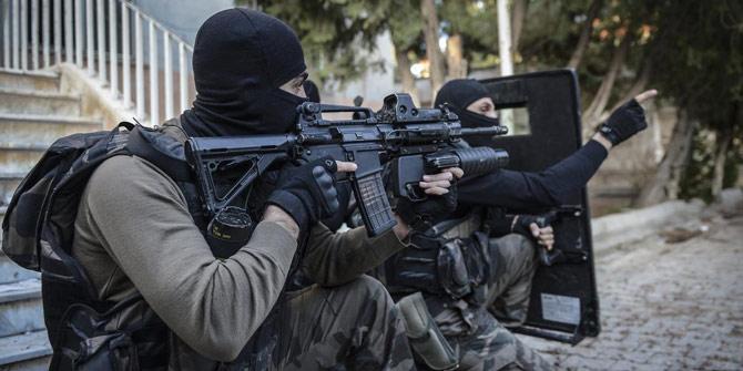 İzmir'de DAEŞ operasyonu... Suriye uyruklu şüpheliler yakalandı