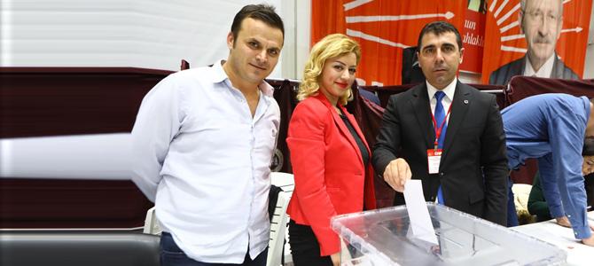 CHP Bayraklı'da coşkulu kongre