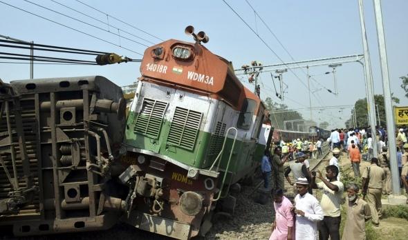 Hindistan'da tren kazası: 5 ölü, 30 yaralı