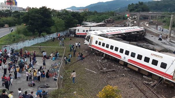 Tren kazası! Çok sayıda ölü ve yaralı var...