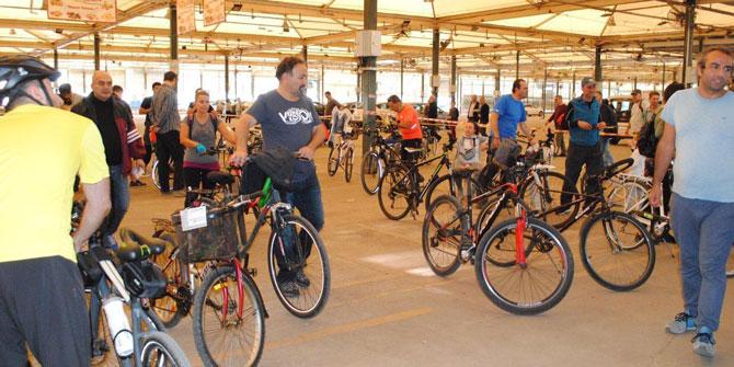 Karşıyaka'da ikinci el bisiklet pazarı'na yoğun ilgi