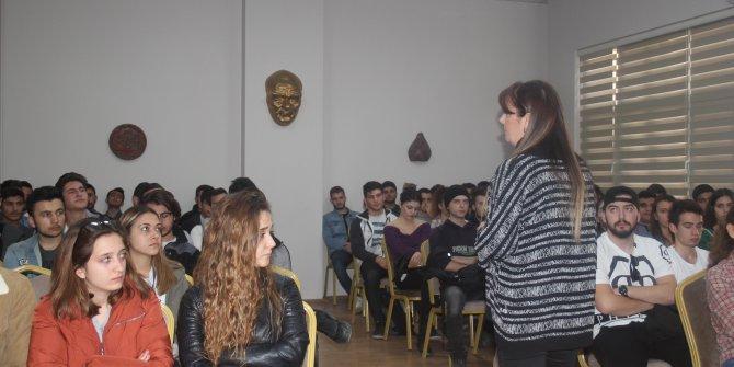 """Ege'de """"Atatürk'ü Anlamak'' konferansı düzenlendi"""