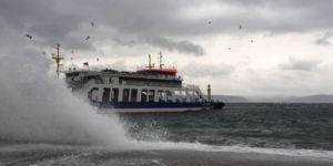 Deniz ulaşımına şiddetli rüzgar engeli!