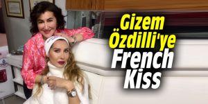 Gizem Özdilli'ye French Kiss