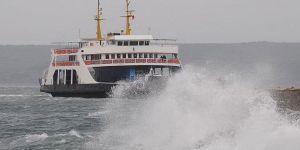 İzmir'de vapur seferlerine fırtına engeli!