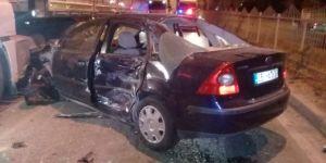İzmir'de kontrolden çıkan otomobil dehşet saçtı!