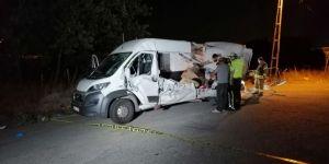 Karşı yönden gelen minibüs sürücüsü dehşet saçtı! 2 ölü 5 yaralı