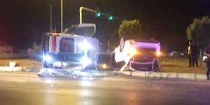 İzmir'de otomobil ile ambulans çarpıştı!