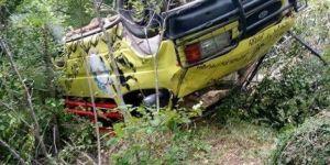 Minibüs şarampole yuvarlandı: 1 ölü, 11 yaralı
