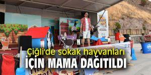 Çiğli Belediyesi, sokak hayvanları için mama dağıttı!