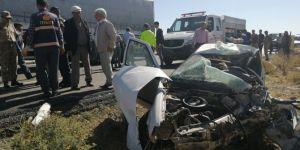 Feci kaza! Otomobille tır çarpıştı: 3 ölü, 3 yaralı