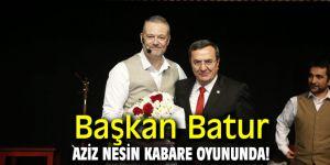Başkan Batur Aziz Nesin Kabare oyununda!