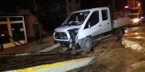 Otomobil kontrolden çıktı: 1'i polis, 2 yaralı!