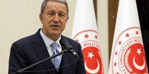 """Bakan Akar, """"Hedef birliklerimize saldıran rejim askerleri"""""""