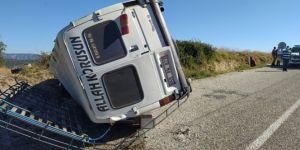 Yolcu minibüsü ile kamyon çarpıştı! 1 ölü, 6 yaralı