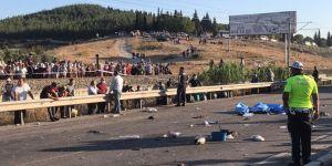 Üzüm işçilerini taşıyan traktör kaza yaptı! 2 ölü 9 yaralı