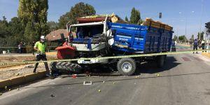 Traktör ile kamyon çarpıştı! 1 kişi hayatını kaybetti...