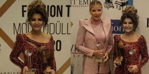 """Modacı Pınar Bent'e """"Yılın gelinlik tasarımcısı ödülü"""""""