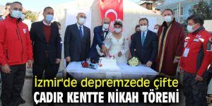 İzmir'de depremzede çifte çadır kentte nikah töreni