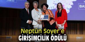 Neptün Soyer'e ödül!