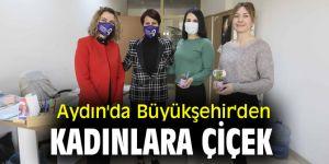Aydın'da Büyükşehir'den kadınlara çiçek