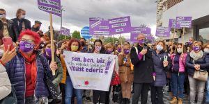 Kuşadası'nda kadınlardan İstanbul Sözleşmesi protestosu