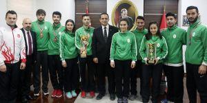 Şampiyonlardan Başkan Atila'ya ziyaret