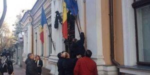 AB'de Kriz: Cumhurbaşkanı Bayrağı İndirtti