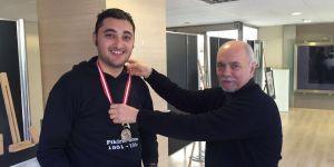 Otizmli ressam Erkan Kızıldağ'a madalya...