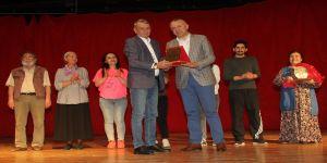 Gaziemir'de 'Çetin Ceviz' Oyunu Sahnelendi