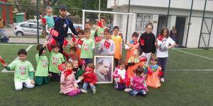 Bostanlıspor'un Minik Yetenekleri 23 Nisan'ı Sahada Kutladı
