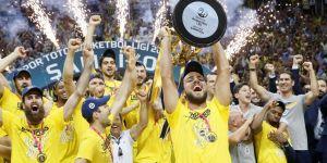 Ünlü isimlerden Fenerbahçe'ye tebrik yağdı!
