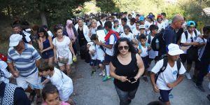 Yaz Okulu öğrencileri Şehitlere saygı için yürüdü